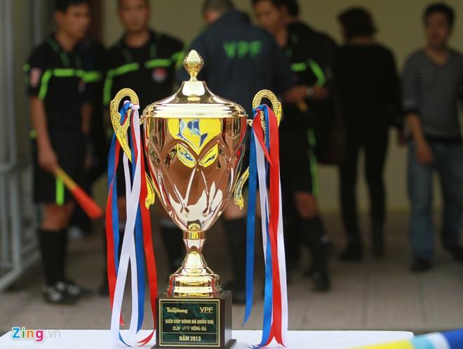 Văn Quyến đá hỏng penalty, quân bầu Trường vẫn giành Cup