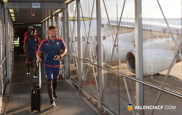 Otamendi lao vào tập luyện hùng hục tại Valencia