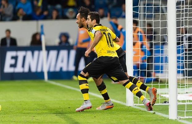 Januzaj ngồi dự bị, Reus bất lực, Aubameyang lập kỷ lục cho riêng mình