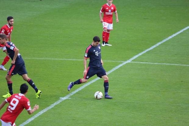 Lập cú đúp vào lưới Mainz 05, Lewandowski vạch áo khoe cột mốc mới