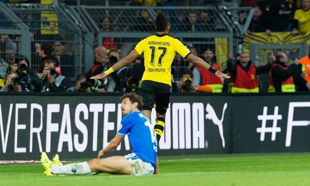 """Lập siêu kỷ lục cá nhân, Dortmund hòa thất vọng, Aubameyang bó gối """"tự kỷ"""""""