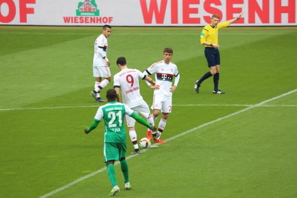 Muller lập công, Bayern Munich tưng bừng mừng cán mốc kỷ lục mới
