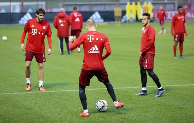 """Lewandowski """"luyện công"""" sẵn sàng """"làm gỏi"""" Thiên nga trắng"""