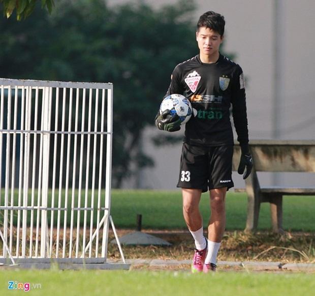 Thủ môn U23 Việt Nam chạy đua với thời gian để hồi phục