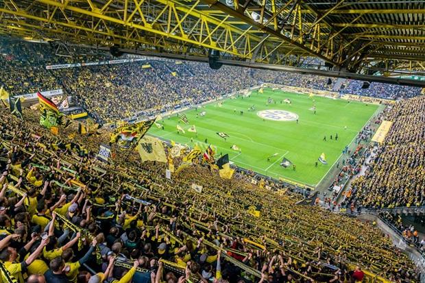 Kagawa, Aubameyang nổ súng đưa Dortmund áp sát Bayern