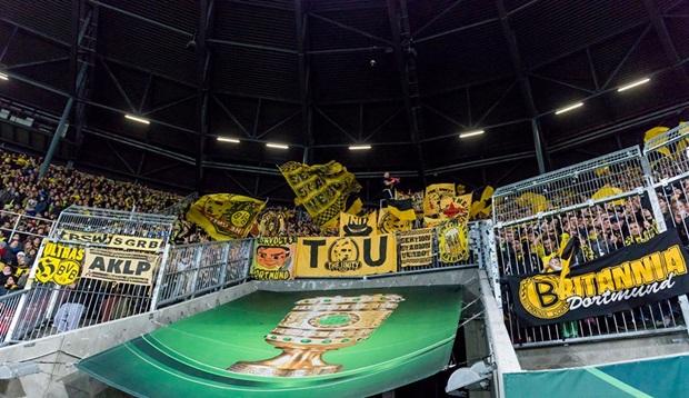 Aubameyang nhảy lộn đầu mừng Dortmund vào tứ kết