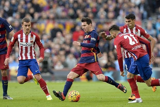 Đá Messi lăn cù trên sân, hậu vệ Filipe Luis nhận thẻ đỏ trực tiếp