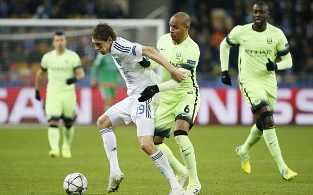 Gặp đội yếu, Manchester City đặt vé vào tứ kết