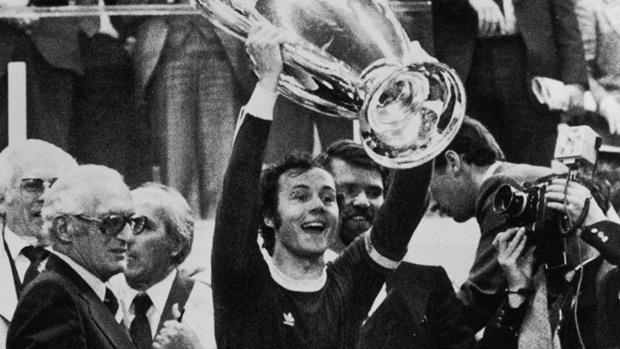 """""""Hoàng đế"""" Beckenbauer & 10 ngôi sao vĩ đại nhất lịch sử Bayern Munich"""