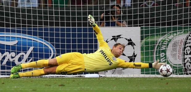 Đội hình tiêu biểu lượt đi vòng 1/8 Champions League: Barca áp đảo, Dybala bất ngờ vượt mặt CR7