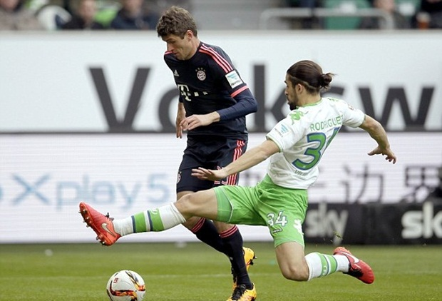 "Coman & Lewandowski thay nhau ""hầu bàn"" Wolfsburg"