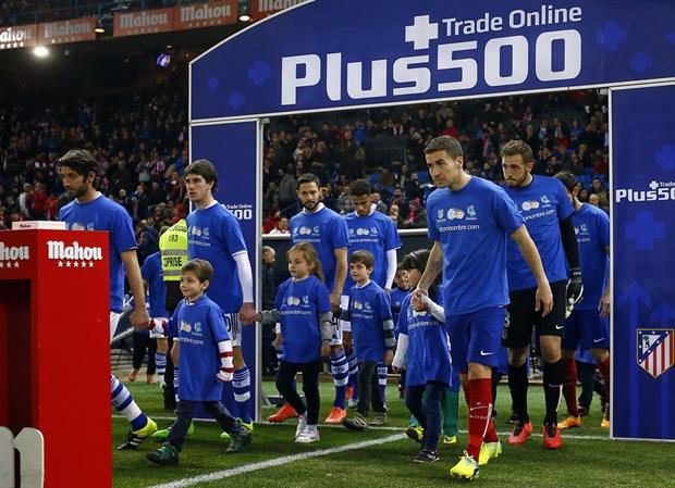 """HLV Simeone thoải mái ngồi trên đường pitch xem Atletico """"hành hạ"""" Sociedad"""