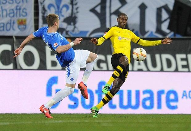 """Aubameyang """"chân gỗ"""", Dortmund vẫn thắng"""
