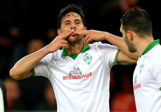 Claudio Pizarro lập kỉ lục ở Bundesliga