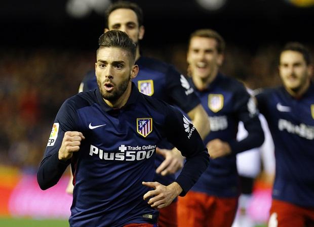HLV Simeone vỗ tay chúc mừng Torres tỏa sáng
