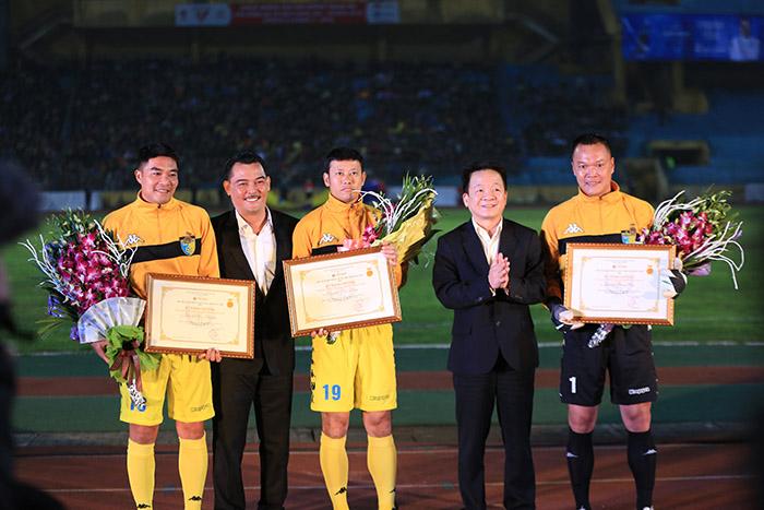 QBV Dương Hồng Sơn xúc động ngày giải nghệ