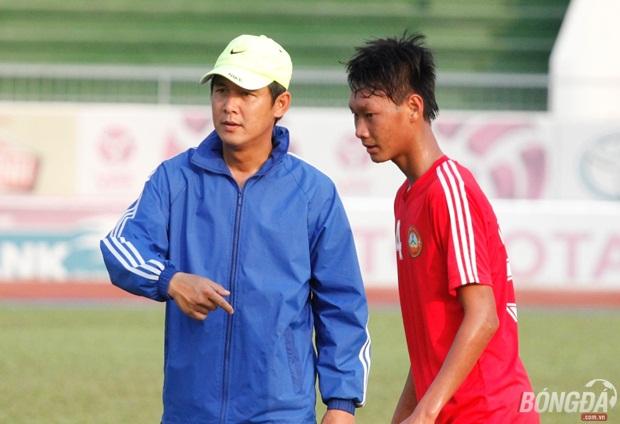 QBV Nguyễn Minh Phương khép nép bên HLV lão làng Trần Bình Sự