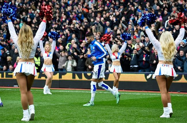 Mahrez lại ghi bàn duy nhất, Leicester tiến sát ngày đăng quang