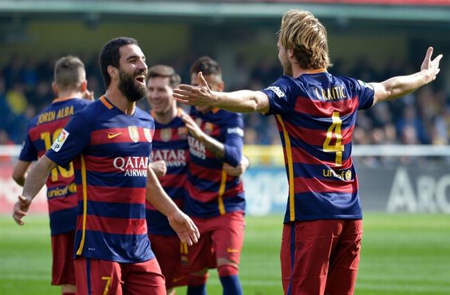 Sút phạt đền thành công, Barcelona vẫn để Villarreal chia điểm dù dẫn trước 2 bàn