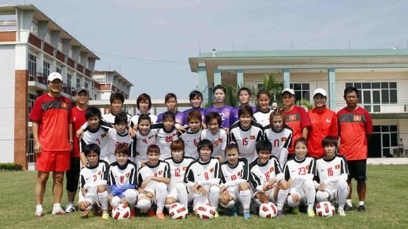 Bóng đá - ĐTQG nữ lên đường đi Trung Quốc tập huấn