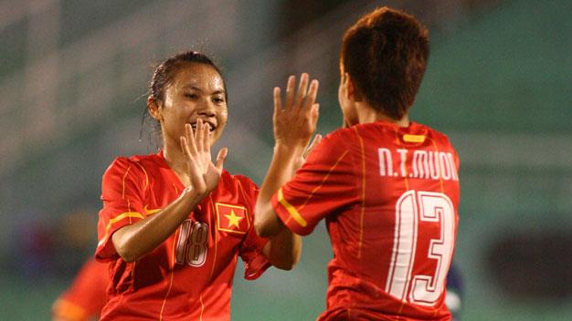 Bóng đá - Giải VĐ nữ ĐNÁ 2012 - 16h00 ngày 15/9, Việt Nam vs Philippines: Xây chắc ngôi đầu