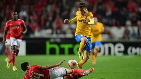 Điểm tin sáng 25/4: Valencia thua trắng Sevilla, Juve gục ngã trên đất Bồ