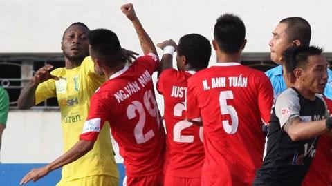 Bóng đá - Samson và Đức Thắng nghỉ thi đấu 4 trận, Văn Nam bị treo giò hết giải
