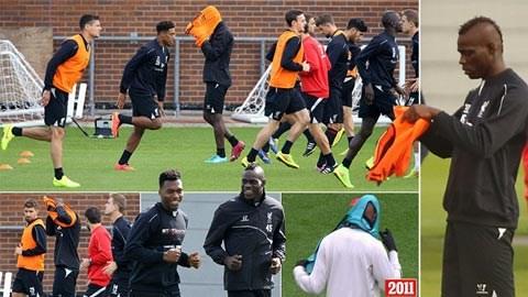 Trở lại Anh, Balotelli vẫn chưa biết cách... mặc áo tập