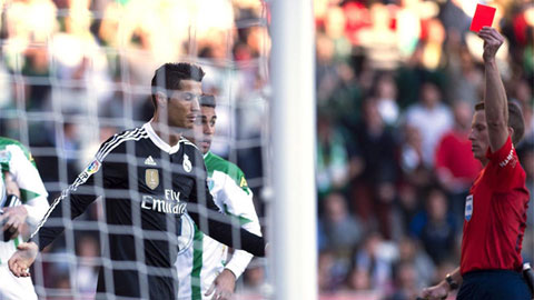 Ronaldo phản ứng không đẹp khi bị fan Cordoba la ó