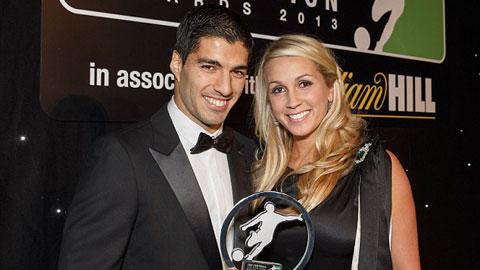 Suarez bị giữ lại sân bay khi thăm bạn gái năm 16 tuổi