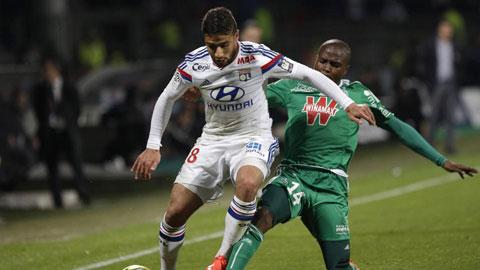 Chia điểm trong tình thế thiếu người, Lyon vẫn đòi lại ngôi đầu Ligue 1