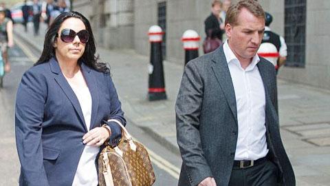 Rodgers xấu mặt vì vợ cũ vòi tiền