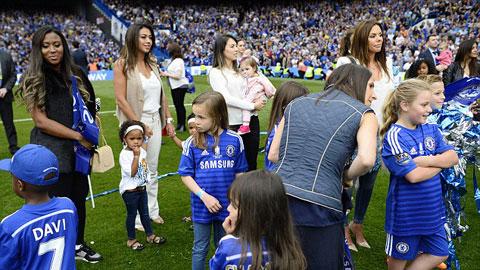 Sân Stamford Bridge biến thành vườn trẻ
