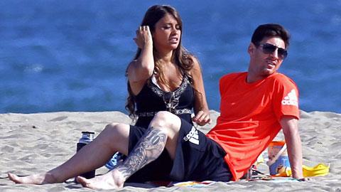 Messi xả hơi cùng bạn gái trước trận CK Champions League