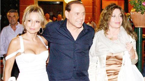 Tiệc Bunga Bunga của Berlusconi được viết thành... sách
