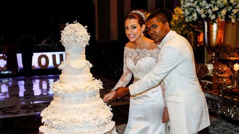 Douglas Costa cưới và… bỏ vợ thần tốc