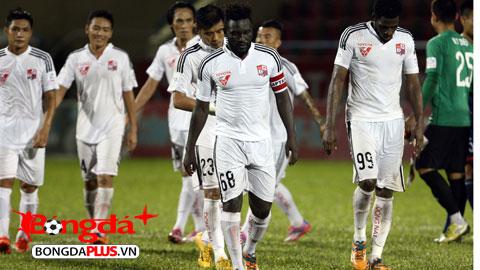 Bóng đá - Chùm ảnh: Cầu thủ Đồng Nai bật khóc khi nhận vé xuống hạng