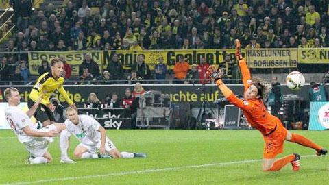 Bóng đá - Aubameyang lại lập hat-trick, Dortmund đè bẹp Augsburg