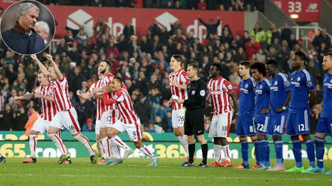 Bóng đá - Chelsea thua Stoke: Định mệnh của Mourinho