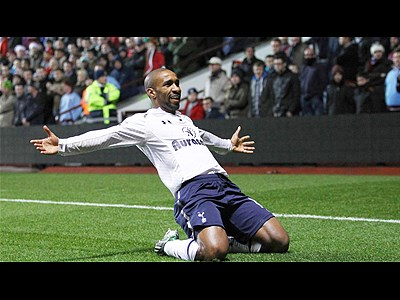 ibongda.vn - Defoe hands Tottenham 1-0 lead