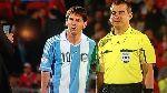 Đến trọng tài cũng xin chụp hình cùng Messi