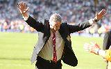"""Sir Alex Ferguson chia tay trong """"mưa bàn thắng"""""""