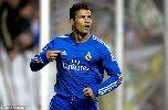 Chùm ảnh: Chùm ảnh: Ronaldo ghi bàn, cởi áo tặng fan cuồng