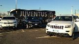 """Dàn cầu thủ Juventus nhận 27 xe Jeep Grand Cherokee """"đập hộp"""""""