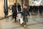Balotelli mặc thời trang đi mua sắm