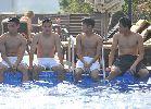 U19 Việt Nam bơi thả lỏng tại khách sạn