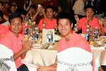 U19 Việt Nam trổ tài ca hát