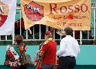 Fan nữ ngất ngây nhận quà từ U19 Roma