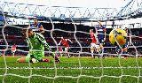 Chùm ảnh: Eto'o lần đầu vào đội hình tiêu biểu tuần ở Ngoại hạng Anh