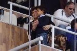 Chùm ảnh: Mẹ Cristiano Ronaldo khóc khi con trai khoe Quả bóng Vàng